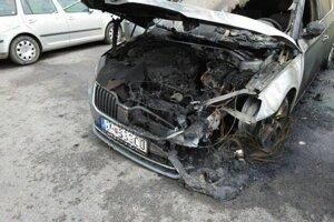 V máji horelo na sídlisku iné auto, Škoda Superb.