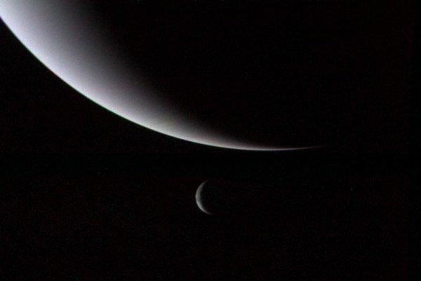 Neptún a Triton.