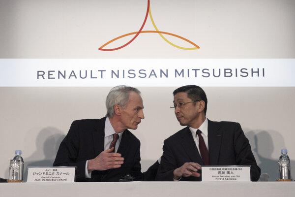 Šéf Renaultu Jean-Dominique Senard (vľavo) and výkonný riaditeľ Nissanu Hiroto Saikawa.