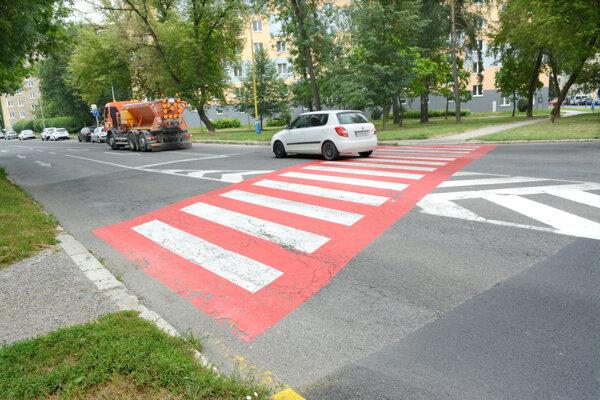 Neosvetlené priechody sú podľa polície nehodovejšie.