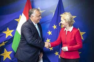 Maďarský premiér Viktor Orbán a predsedníčka Európskej komisie Ursula von der Leyenová v Bruseli.
