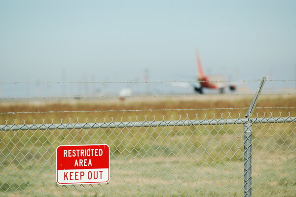 Na bratislavskom letisku platia prísnejšie bezpečnostné opatrenia. (ilustračné foto)