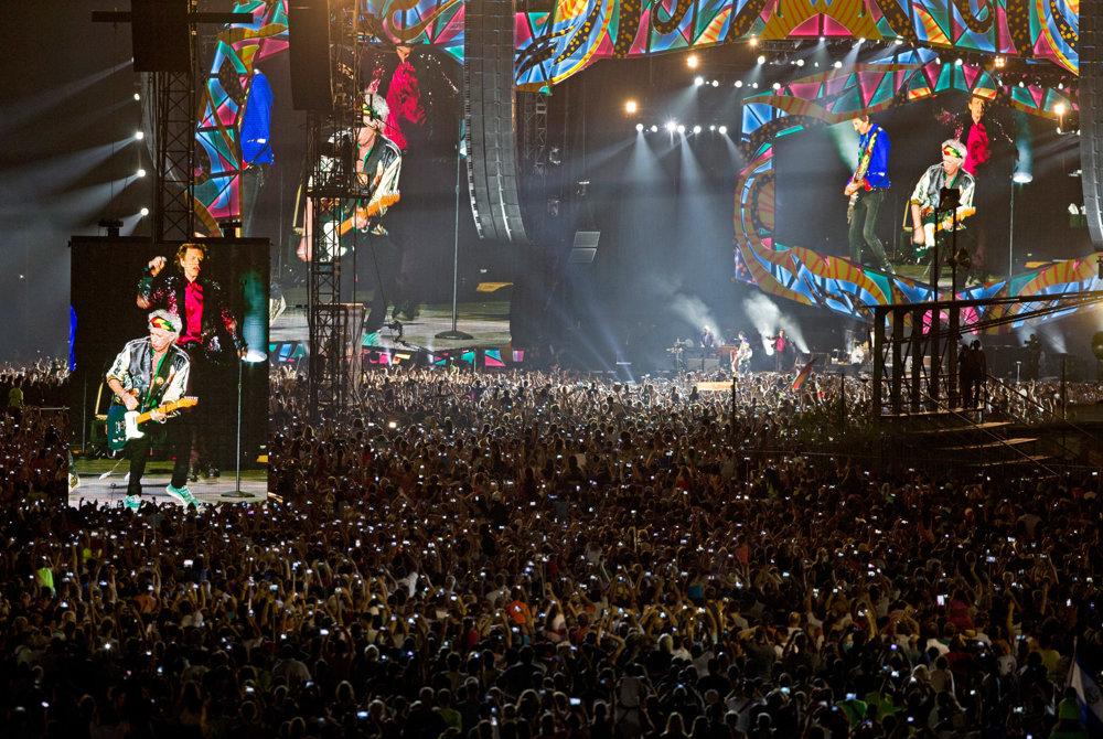 Mnohí členov Rolling Stones videli len vďaka obrovský obrazovkám.