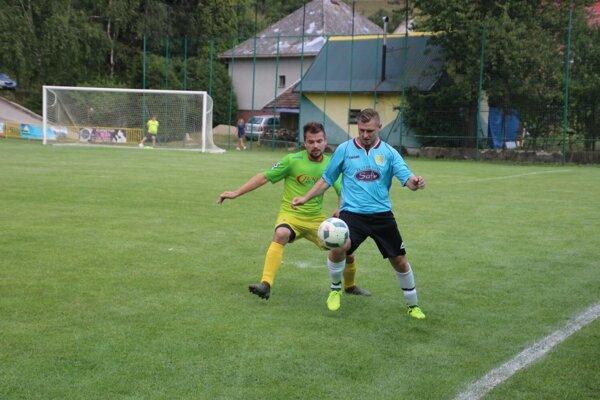 V súboji nováčikov 5. ligy sa stretli H. Poruba (v modrom) s Pruským.