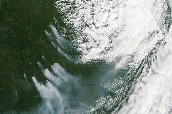 Požiar v odľahlej časti Krasnojarského kraja z vesmíru.