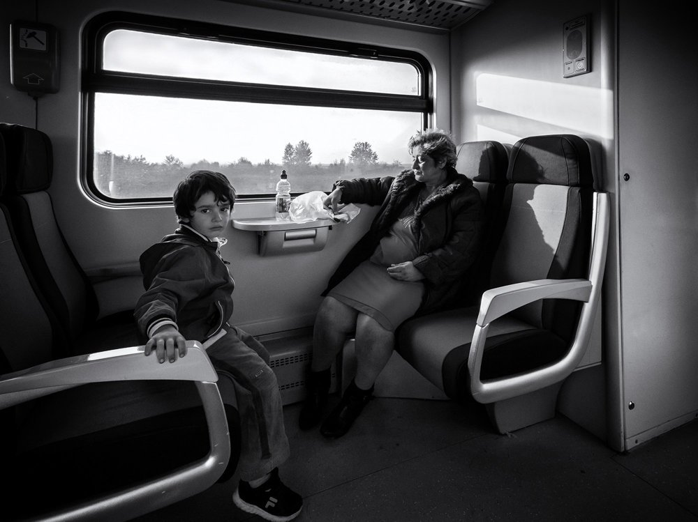 Chlapec z mesta cestuje vlakom na trase Ruma - Šabac za babkou na dedinu.