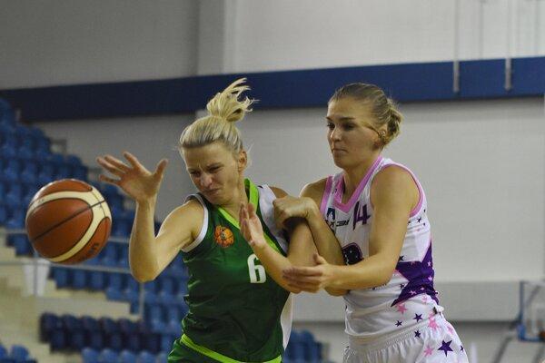 V minulej sezóne obliekala Eva Filičková (vpravo) dres BAM Poprad.