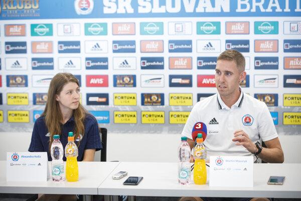 Tréner Martin Masaryk a kapitánka Alexandra Hollá z ŠK Slovan Bratislava.
