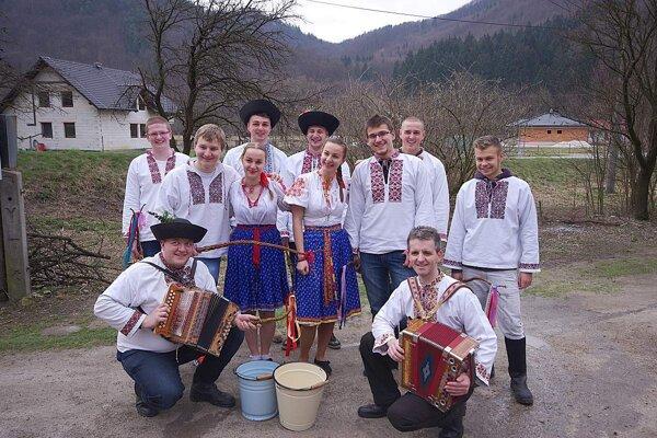 O zachovávanie ľudových tradícií sa snaží folklórna skupina Limbora.