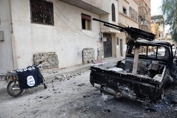 Voslobodenej Palmýre je prítomnosť Islamského štátu viditeľná.