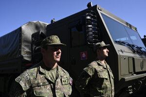 Vojaci dostali nové vozidlá.