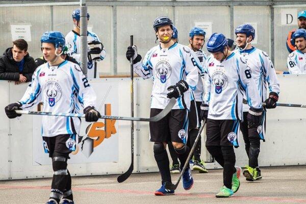 Nitrianski hokejbalisti budú mať doma kvalitný turnaj.