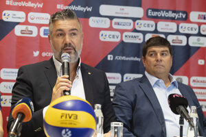 Prezident Slovenskej volejbalovej federácie a prezident Organizačného výboru ME v Bratislave Martin Kraščenič (vľavo) a riaditeľ turnaja ME v Bratislave Tomáš Singer.