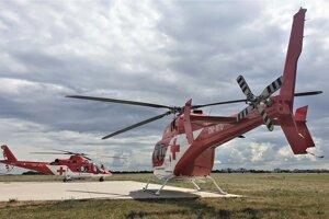 Vrtuľníky VZZS ATE sú pripravené pomôcť ľuďom nonstop  každý deň.