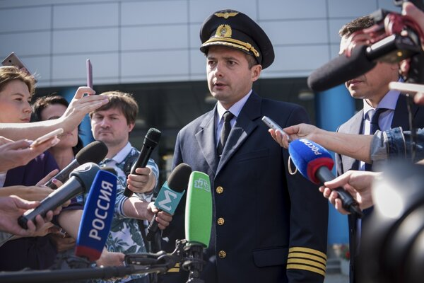 Kapitán lietadla Airbus A321 ruskej spoločnosti Ural Airlines Damir Jusupov.