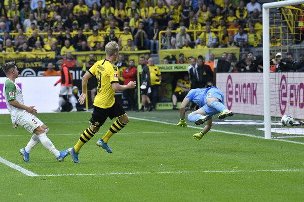 Momentka zo zápasu Borussia Dortmund - FC Augsburg.