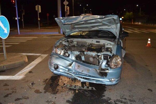 Rozbitý Hyundai Accent.