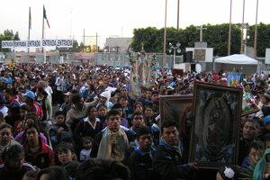 Davy pútnikov počas sviatku Zjavenia Panny Márie Guadalupskej v Mexiku v roku 2010.