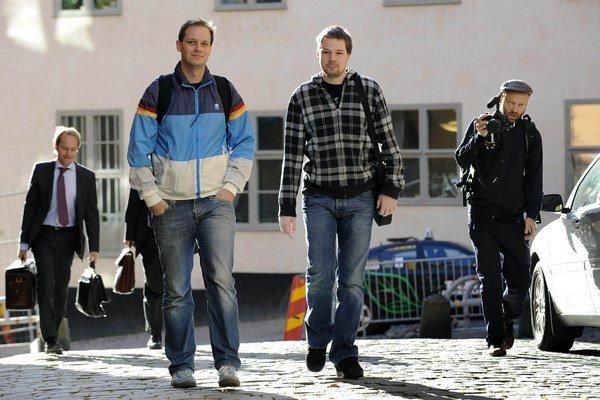 Peter Sunde v strede naľavo.