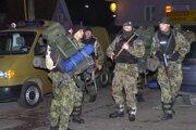 Polícia v obci Polomka po vražde Kubašiaka.