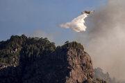 Hasenie požiaru na ostrove Gran Canaria.