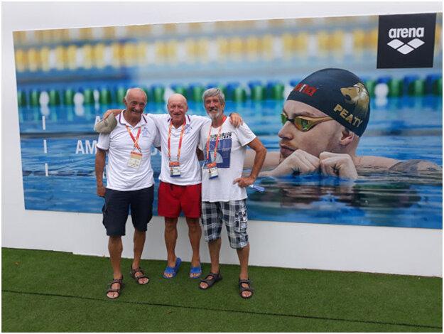 Igor Vestenický s dvojicou z Piešťan. Všetci traja sa pripravovali na podujatie aj na Letnom kúpalisku v Topoľčanoch.