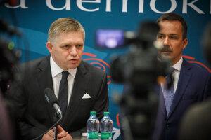 Zľava: Predseda strany SMER-SD Robert Fico a poslanec NR SR za stranu SMER-SD Erik Tomáš.