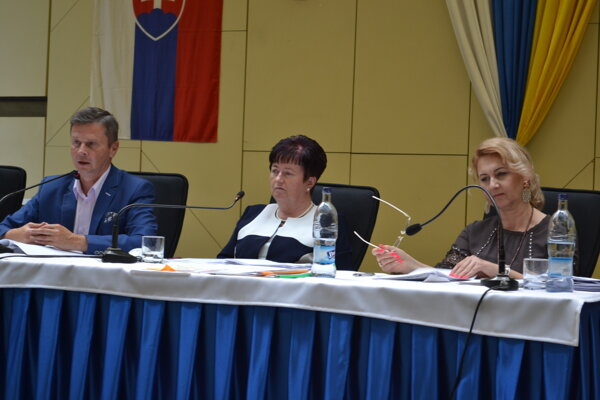 Hlavná kontrolórka Jana Čandová (vpravo) ostala bez mimoriadnej odmeny.