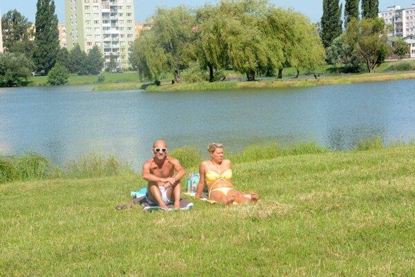Kúpanie na sídlisku Nad jazerom je pre deti nevhodné.