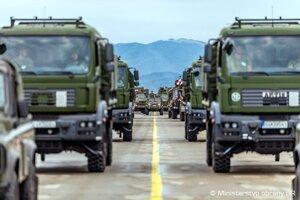Prípravy na vojenskú prehliadku na Lešti.