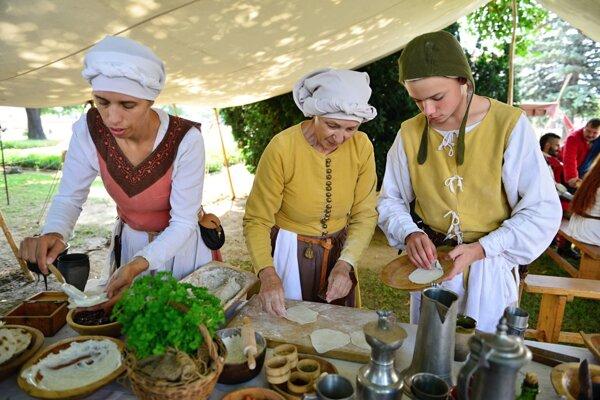 Nechýbala ochutnávka stredovekého jedla.