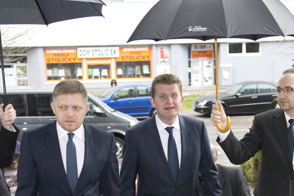 Minister hospodárstva Peter Žiga s premiérom Robertom Ficom.