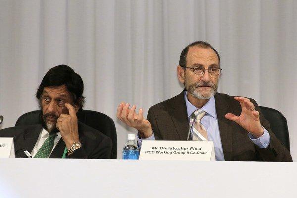 Predseda IPCC Rajendra Pachauri (zľava) a spolupredseda druhej pracovnej skupiny IPCC Christopher Field (sprava).