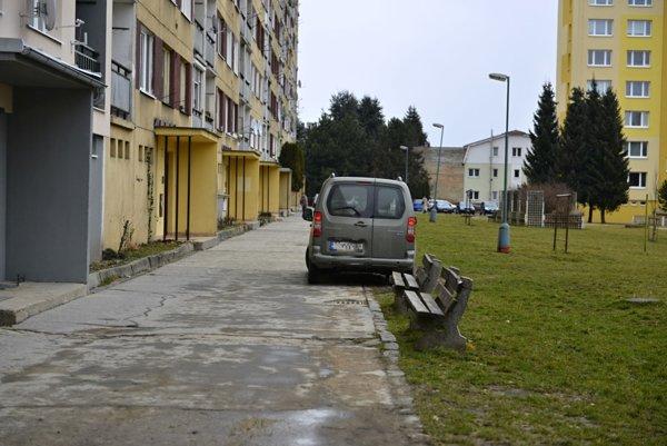 Príklad nesprávneho parkovania.