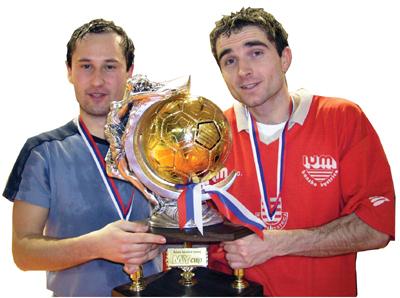sásovčania r. matuška a m. turčan s putovným pohárom.