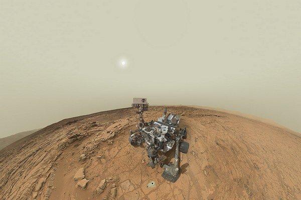 Hneď prvé vzorky zo skaly prezývanej John Klein ukázali, že na prípadný život boli kedysi na Marse vhodné podmienky.