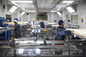 Zamestnanci fabriky Fuyao v americkom Daytone.