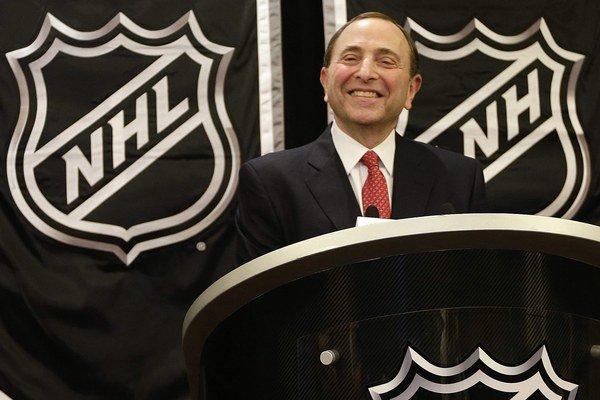 Komisár NHL Gary Bettman.