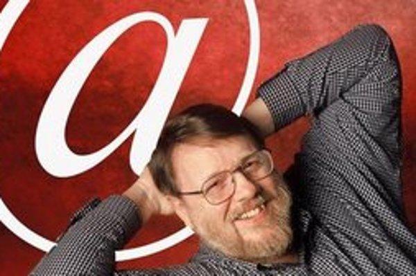 Ray Tomlinson, programátor, ktorý vynašiel e-mail. Vďaka tomu sa dostal do internetovej siene slávy, čo síce nič neznamená, ale mnohí by tam chceli byť