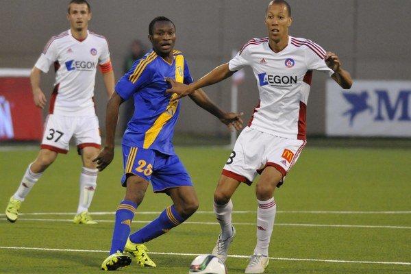Nworah (v strede) v Michalovciach herne nesklamal, góly však chýbali.