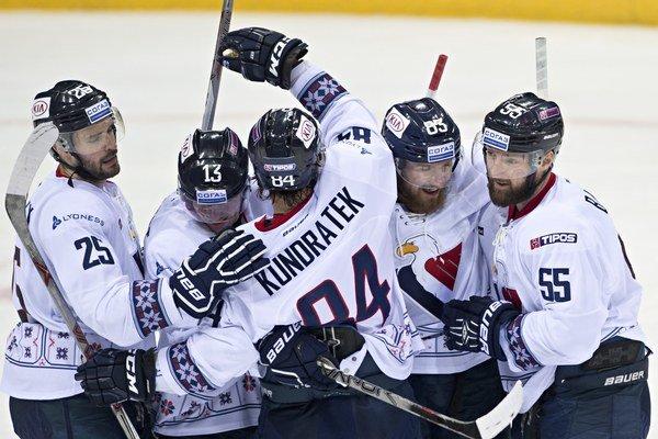 Hokejisti Slovana Bratislava sa pokúsia nadviazať na dobré výsledky z posledných zápasov.