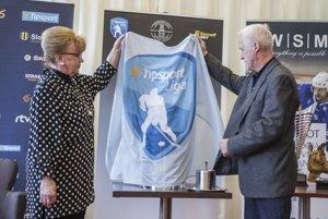 Na tlačovej konferencii predstavili aj novú trofej pre víťaza Tipsport ligy - Trofej Vladimíra Dzurillu. Odhalili ju manželka Vladimíra Dzurillu Zlatica a jej autor - akademický sochár Jozef Barinka.