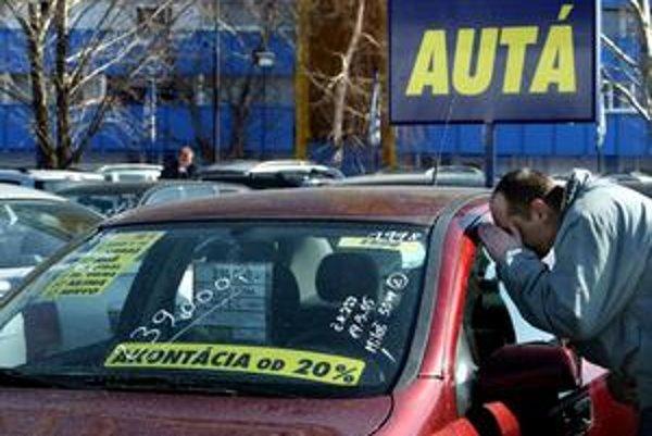 Každé tretie u nás registrované auto  má pozmenené údaje o najazdených kilometroch.