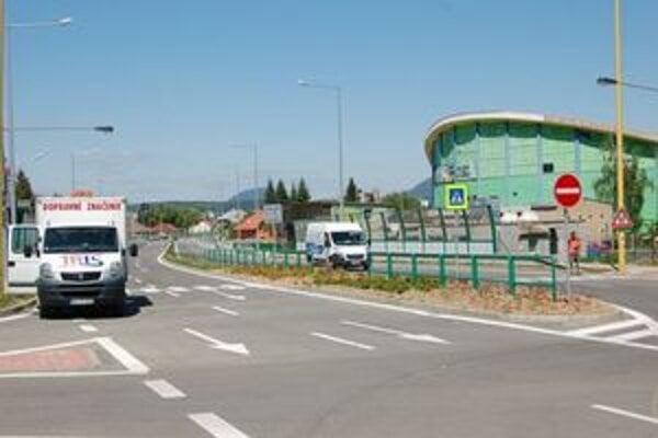 Nábrežná komunikácia odľahčí od tranzitnej dopravy najmä obytnú zónu na Ulici 17. novembra.
