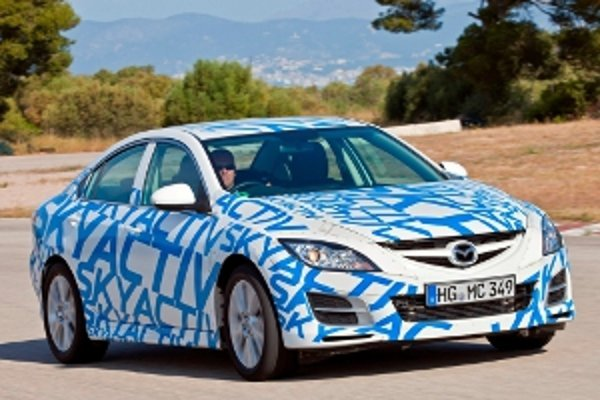 """""""Rozhodli sme sa vyvinúť ideálny motor s vnútorným spaľovaním. Hybridný a elektrický pohon budú nasledovať neskôr."""" Seita Kanai, viceprezident pre výskum a vývoj Mazda Corporation."""