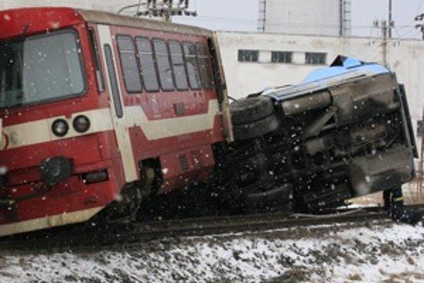 Znalci pre svoje závery nepoužili ani jeden z údajov vo výpovediach svedkov, ktoré sa týkali polôh vlaku a autobusa pred zrážkou.