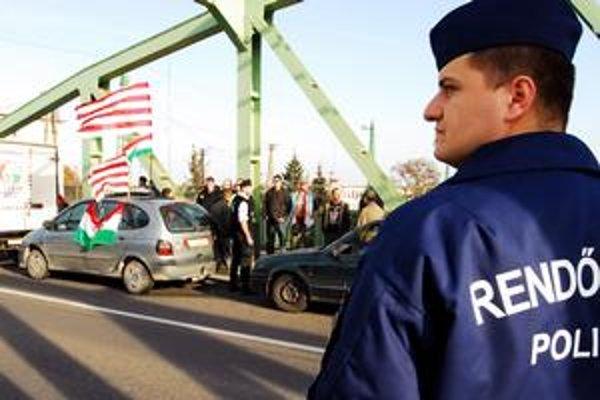 Maďarskí vodiči si vybavujú naše značky, aby neplatili tisíce eur za registráciu. Úrady im chcú značky brať.