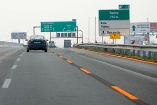 Nové značky je vidieť najmä na diaľnici, zmenili sa návestia ukazujúce smer a výjazdy z diaľnic dostali svoje čísla.
