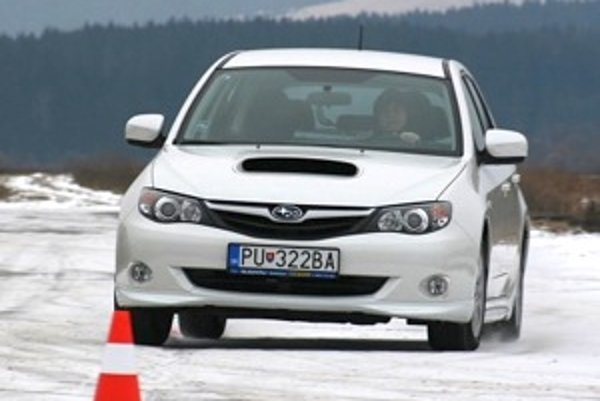 Výhody Subaru nevynikajú už len na snehu. Boxer diesel má dobrú spotrebu a kultivovaný chod. Pristala by mu lepšia prevodovka.