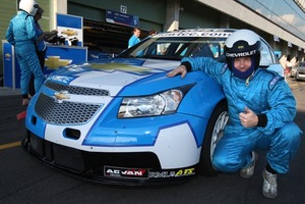 Chevrolet Cruze s podvozkom špeciálu Majstrovstiev sveta cestovných automobilov WTCC dokáže amatéra fascinovať. Jazda stojí za to.
